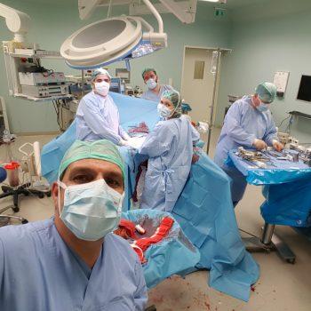cerrahi ekip saatler süren ameliyat sonunda